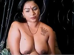 desi aunty showing her boos