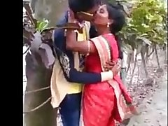 Indian Aunty caught kissing in park - 20 sec   xvideos.com d28b9e91ad6f1a91